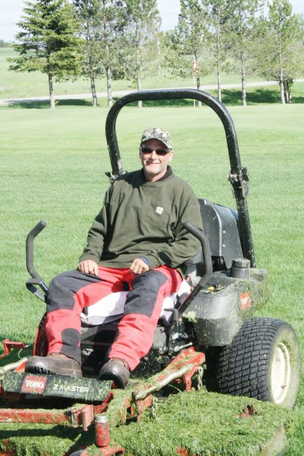 SUMMER SEASON: Ken Kanouse gets ready for maintenance duty at Tustin Trails Course. (Herald Review photo/John Raffel)