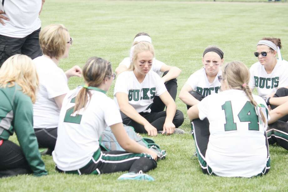 Softball Semifinals: Pine River coach Laura Mumby talks with her players after the loss to Holton. (Herald Review/John Raffel)