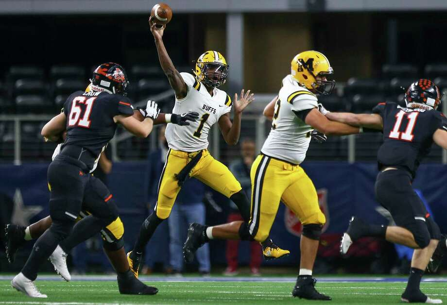 Fort Bend Marshall quarterback Malik Hornsby (1) throws the ball against Aledo during the first quarter of the 5A Division 2 championship game at AT&T Stadium on Friday, Dec. 21, 2018, in Dallas. Photo: Godofredo A. Vasquez, Houston Chronicle / Staff Photographer / 2018 Houston Chronicle