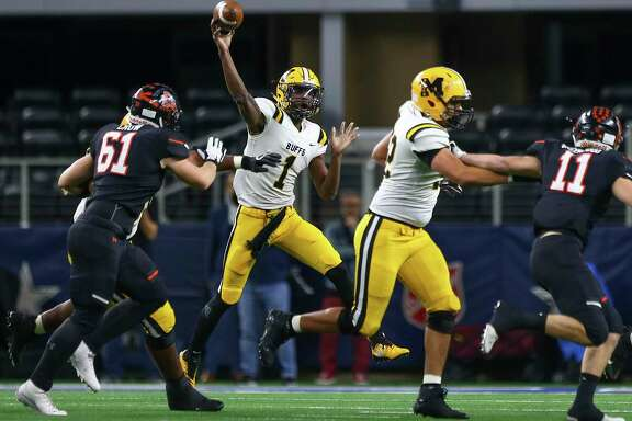 Fort Bend Marshall quarterback Malik Hornsby (1) throws the ball against Aledo during the first quarter of the 5A Division 2 championship game at AT&T Stadium on Friday, Dec. 21, 2018, in Dallas.