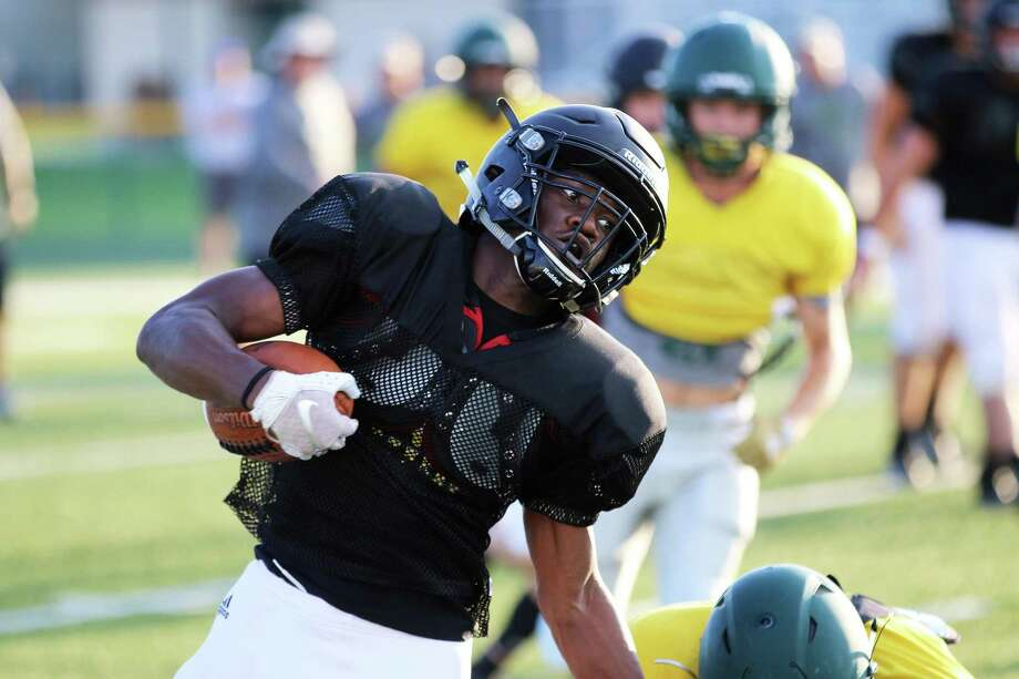 Panther senior running back Elishia Chambers rounds the corner for a gain in the scrimmage against No. 10 state-ranked East Chambers last Friday. Photo: David Taylor / Staff Photo