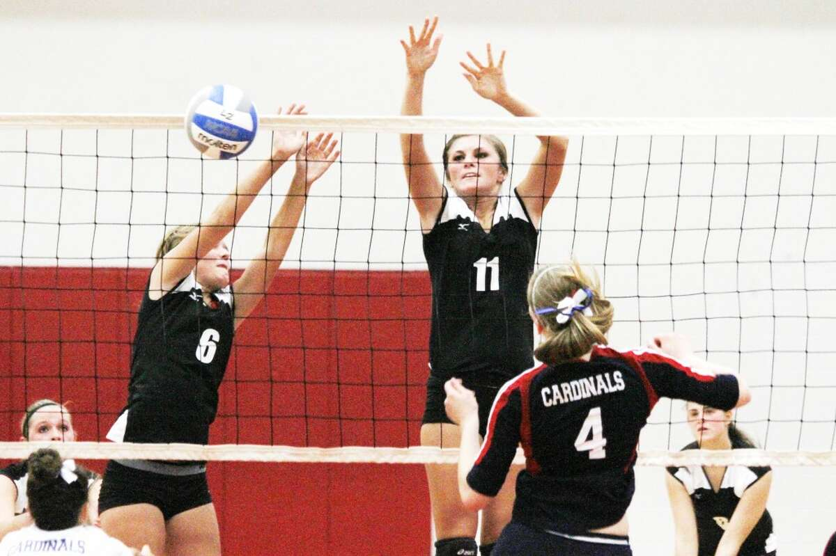 Heather Tacey (6) and Alaina Woodard (11) protect the net for Reed City against Big Rapids. (Herald Review/Martin Slagter)