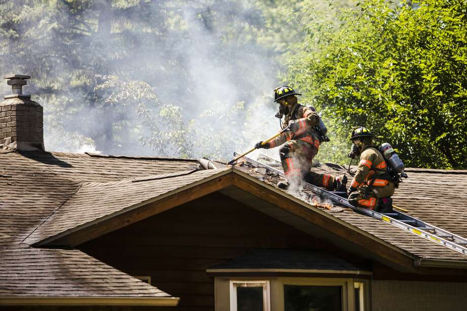 City of Midland firefighters work to control a blaze at 1502 E. Sugnet Monday, Aug. 19, 2019 in Midland. (Katy Kildee/kkildee@mdn.net) Photo: (Katy Kildee/kkildee@mdn.net)