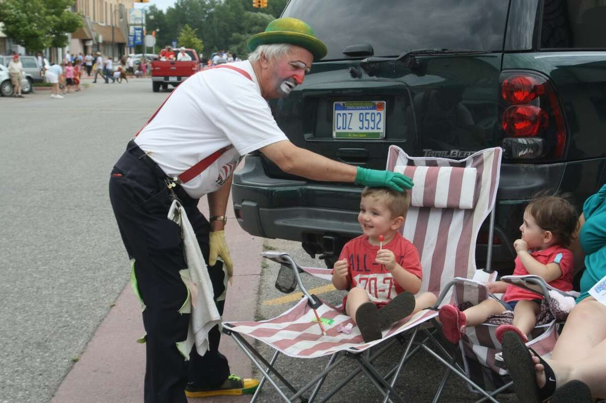 ANNUAL FESTIVAL: Dynamite the Clown talks with a young parade-goer at the Great American Crossroads Festival last year. (Herald Review file photo)