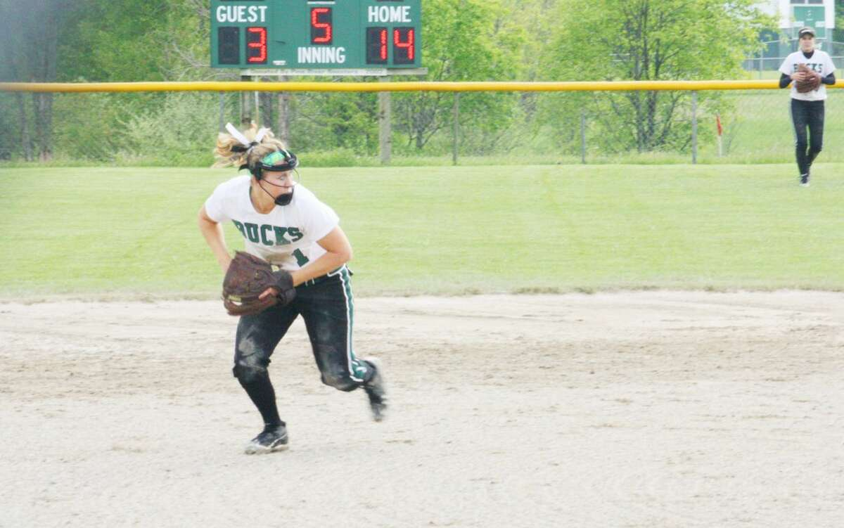 Softball: Pine River infielder Jandney Mattson gets set to make the throw to first base. (Herald Review/John Raffel)