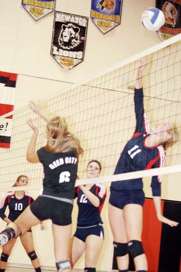 RIVALS: The Reed City volleyball team took three of four games against Big Rapids on Tuesday. (Herald Review photo/John Raffel)