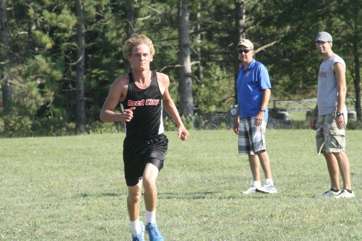 FINISHING STRONG: Chad Zagacki of Reed City heads to the finish line against Evart. (Herald Review photo/John Raffel)