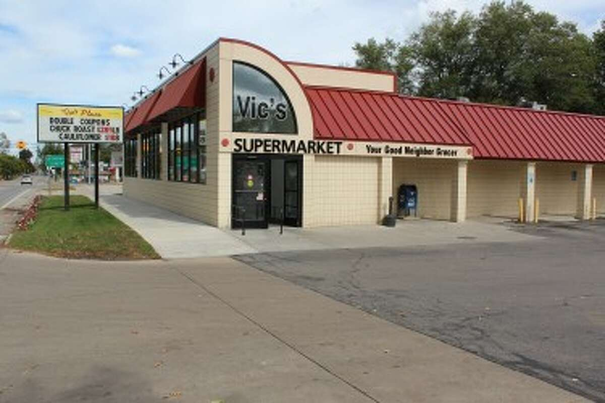 LOCAL GROCER: Vic's Supermarket, located at 716 S. Chestnut St. in Reed City was first established in the 1940s. The store is open from 7 a.m. to 10 p.m. every day. (Herald Review photos/Sarah Neubecker)