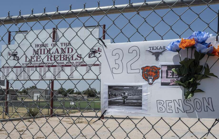 A small memorial for Cedric Benson is on the fence 08/19/19 outside the Lee High School track and football practice field. Tim Fischer/Reporter-Telegram Photo: Tim Fischer/Midland Reporter-Telegram