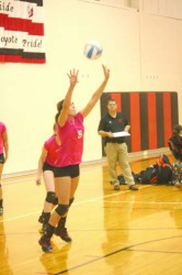 GETTING SET: Jacolyn Mullins sets the ball for Reed City in volleyball action last Thursday. (Herald-Review/John Raffel)