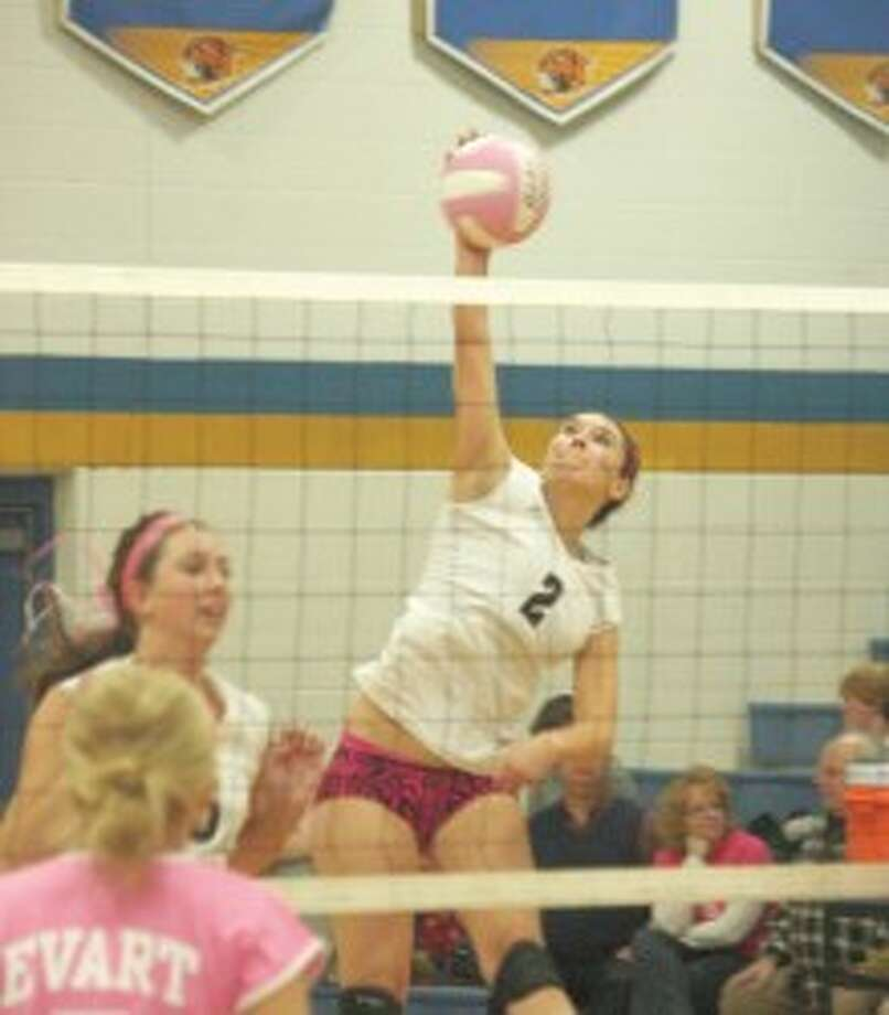 UNBLOCKED: Cayman Gatt (2) goes for the kill for Pine River during the regular season. (File photo)