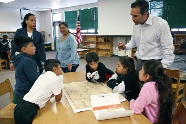 Artifacts in hand, George P. Bush teaches history to San Antonio fourth graders