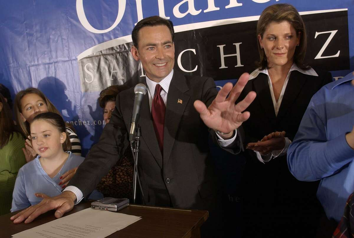 Houston Mayoral candidate Orlando Sanchez waves to his supporters after conceding defeat to Bill White Saturday, December 6, 2003. (Christobal Perez/Houston Chronicle) USED AS MUG