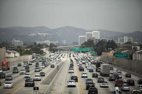 FILE-- Traffic on I-405 in Los Angeles, July 25, 2019. The White House, blindsided by a pact between California and four automakers to oppose President Donald Trump's auto emissions rollbacks, has mounted an effort to prevent any more from joining the other side. (Jenna Schenefeld/The New York Times)
