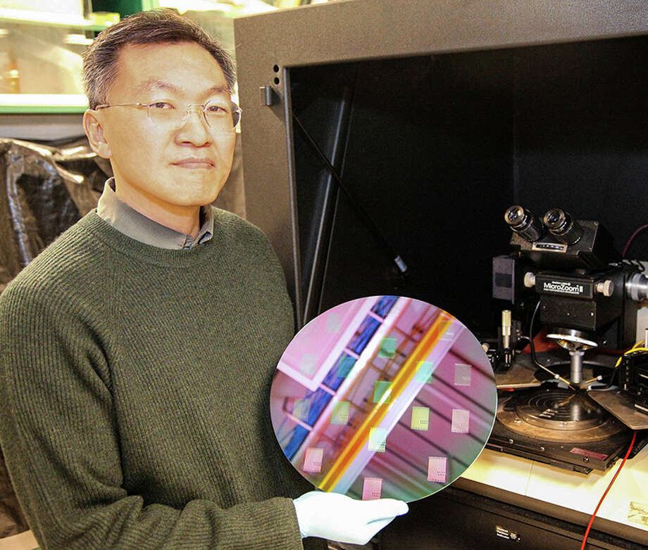 Ji Ung Lee, a SUNY Polytechnic Institute professor, recently won a $6.25 million grant from the Naval Research Laboratory for research into artificial intelligence hardware. Such expertise and research dollars have encouraged companies like IBM to spend more on research in Albany. Photo: SUNY Polytechnic Institute