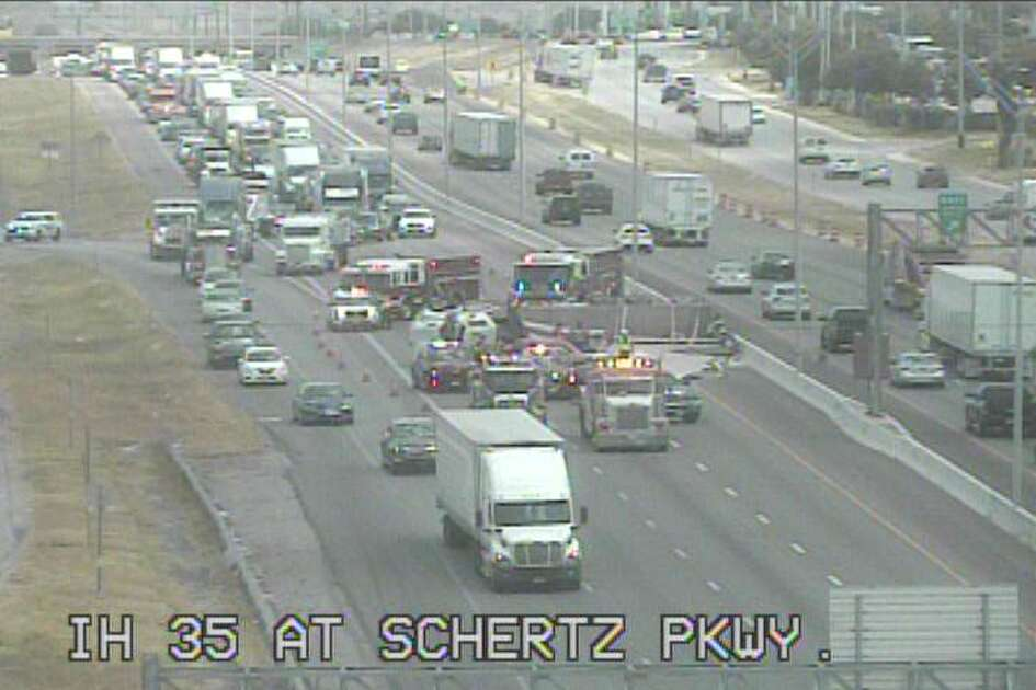 An 18-wheeler carrying sheetrock led to the closure of all southbound lanes on Interstate 35 at Schertz Parkway, according to Texas Department of Transportation.
