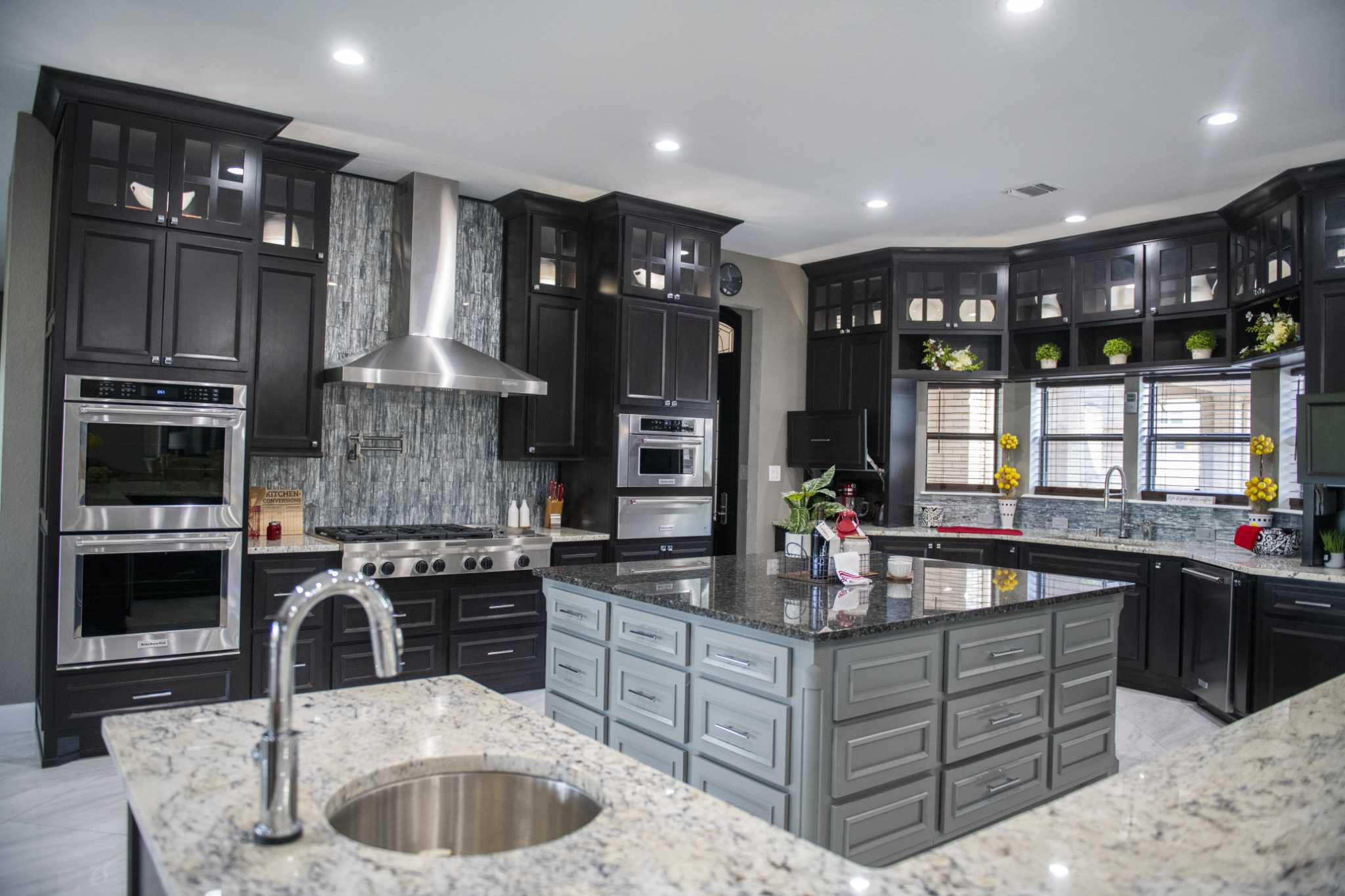 Kitchen cabinet trends: paint 'em and keep 'em closed ...