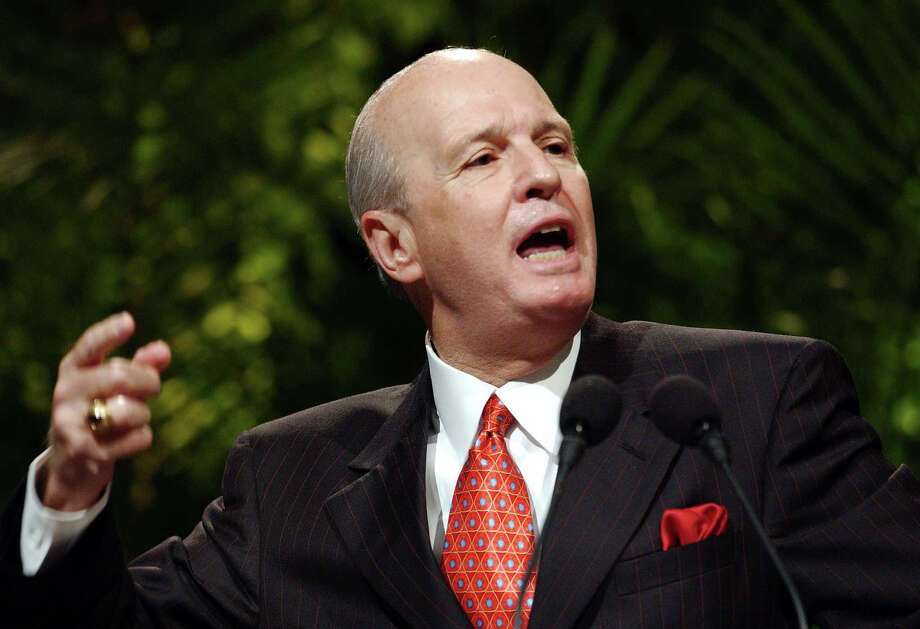 Former Southern Baptist Convention president Jerry Vines preaches at the SBC's 2002 pastor's conference June 10, 2002, in St. Louis. (Associated Press)