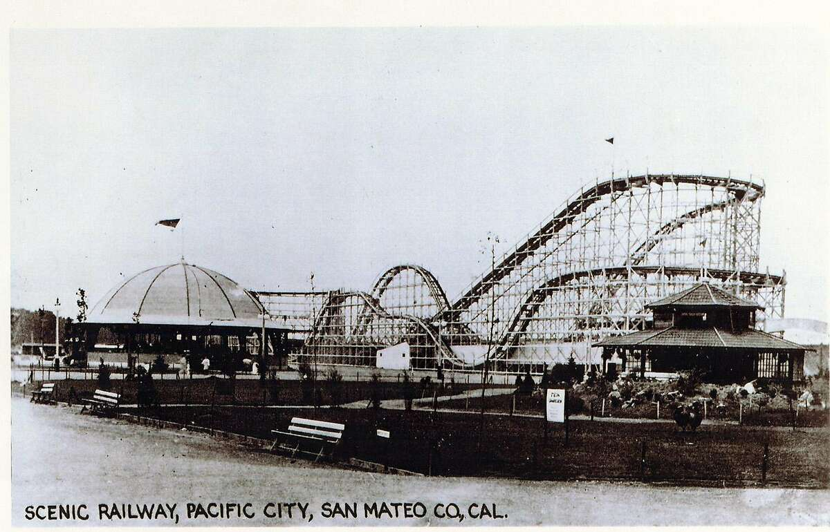 """PACIFICA/B/01JAN22/MN/HO THE ENTRANCE TO THE PACIFIC CITY AMUSEMENT PARK AT COYOTE POINT IN SAN MATEO, CALIFORNIA, OPENED FOR ONLY TWO YEARS IN THE 1920S. BILLED AS A RIVAL TO NEW YORK'S CONEY ISLAND, PACIAFIC CITY INCLUDED A HUGE FOLLER COASTER (THEN CALLED A """"SCENIC RAILWAY""""_, FERRIS WHEEL, BOARDWALK AND SUNBATHING BEACH AT SAN MATEO'S COYOTE POINT. IT OPENED IN 1922, BUT DESPITE ATTENDANCE THAT REACHED 1 MILLION IN 1923, IT QUICKLY FAILED AS THE UNABASHED ENTHUSIASM MET FISCAL REALITY--AND THE SUNBAT�RS MET THE UNPLEASANTNESS OF BAY WINDS AND FOUL SMELLS FROM NEARBY SEWWAGE."""