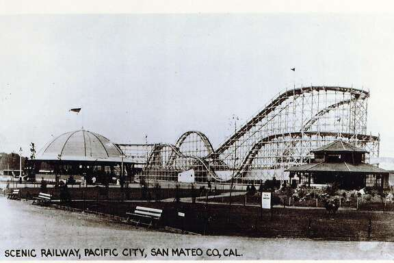 "PACIFICA/B/01JAN22/MN/HO THE ENTRANCE TO THE PACIFIC CITY AMUSEMENT PARK AT COYOTE POINT IN SAN MATEO, CALIFORNIA, OPENED FOR ONLY TWO YEARS IN THE 1920S. BILLED AS A RIVAL TO NEW YORK'S CONEY ISLAND, PACIAFIC CITY INCLUDED A HUGE FOLLER COASTER (THEN CALLED A ""SCENIC RAILWAY""_, FERRIS WHEEL, BOARDWALK AND SUNBATHING BEACH AT SAN MATEO'S COYOTE POINT. IT OPENED IN 1922, BUT DESPITE ATTENDANCE THAT REACHED 1 MILLION IN 1923, IT QUICKLY FAILED AS THE UNABASHED ENTHUSIASM MET FISCAL REALITY--AND THE SUNBAT�RS MET THE UNPLEASANTNESS OF BAY WINDS AND FOUL SMELLS FROM NEARBY SEWWAGE."