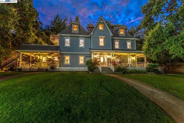 Metallica's Jason Newsted is selling his Walnut Creek home.