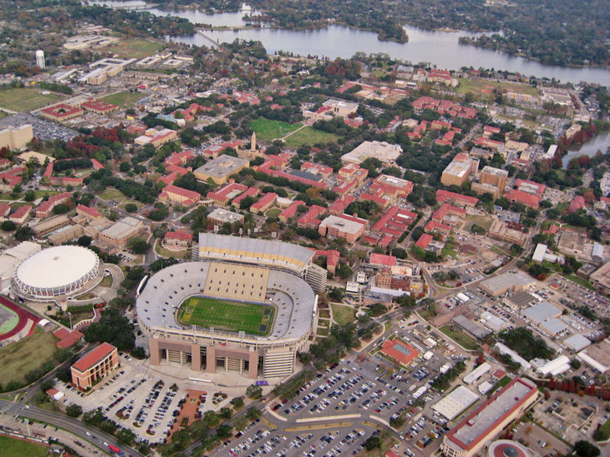 An aerial photo of the Louisiana State University campus, including Tiger Stadium. Source: Wikipedia