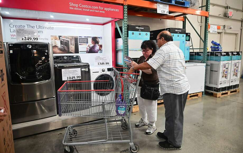 People shop at a Costco in Southern California. Companies are starting to worry that people will spend less because of tariffs. Photo: Frederic J. Brown / AFP / Getty Images