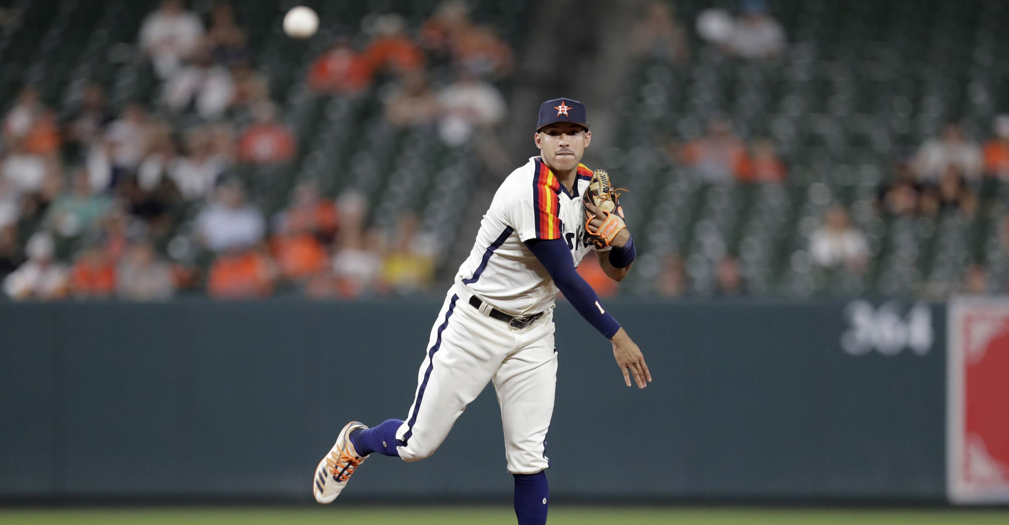 Astros likely to put Carlos Correa on IL