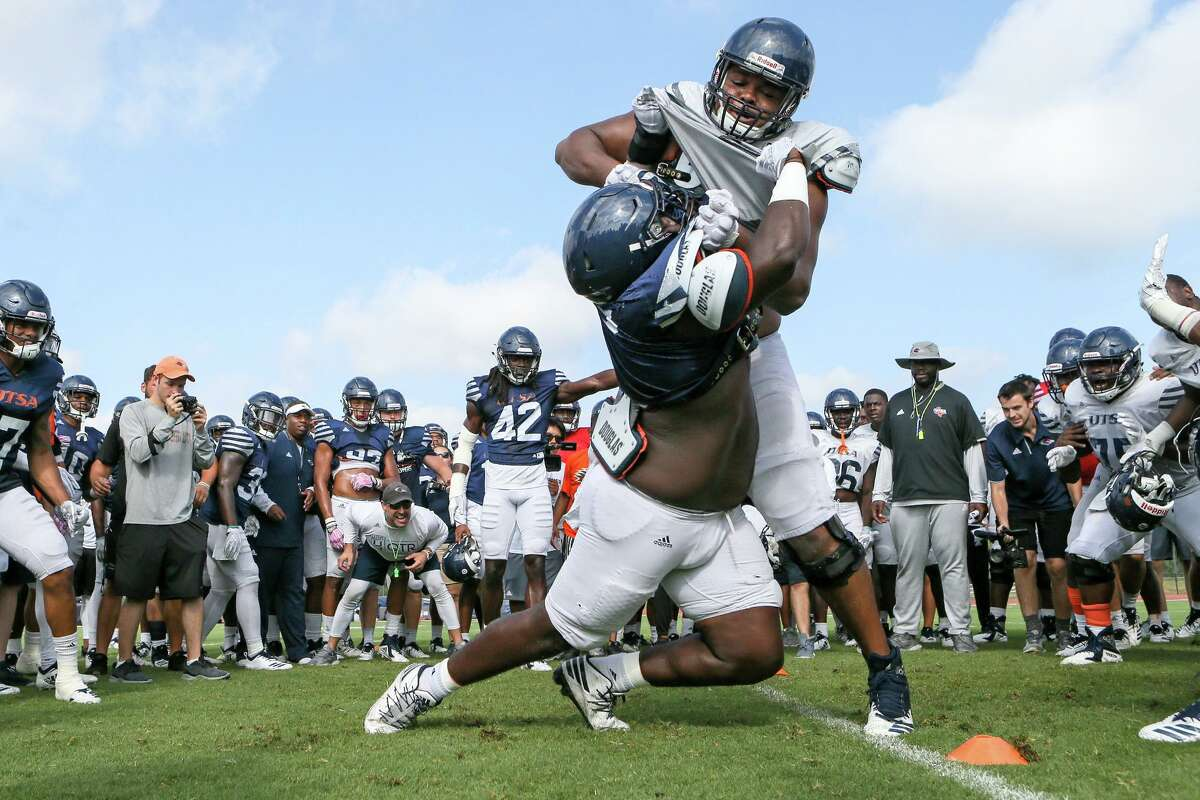 """UTSA defensive tackle Jaylon Haynes, left, and offensive lineman Josh Dunlop go one-on-one in a drill called the """"Bird Cage"""" during a football practice and scrimmage in the inaugural 'Runners at the Park event at the UTSA Park West Athletic Complex on Aug. 17, 2019."""