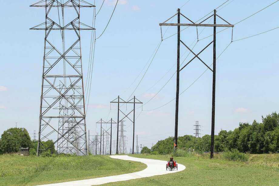 Business customersare generally happier with their electric utility companies this year. reflecting the effort utilities have been making to keep their customers better informed by issuing alerts when the power is going off and when it's coming back on. Photo: Steve Gonzales, Houston Chronicle / Staff Photographer / © 2019 Houston Chronicle