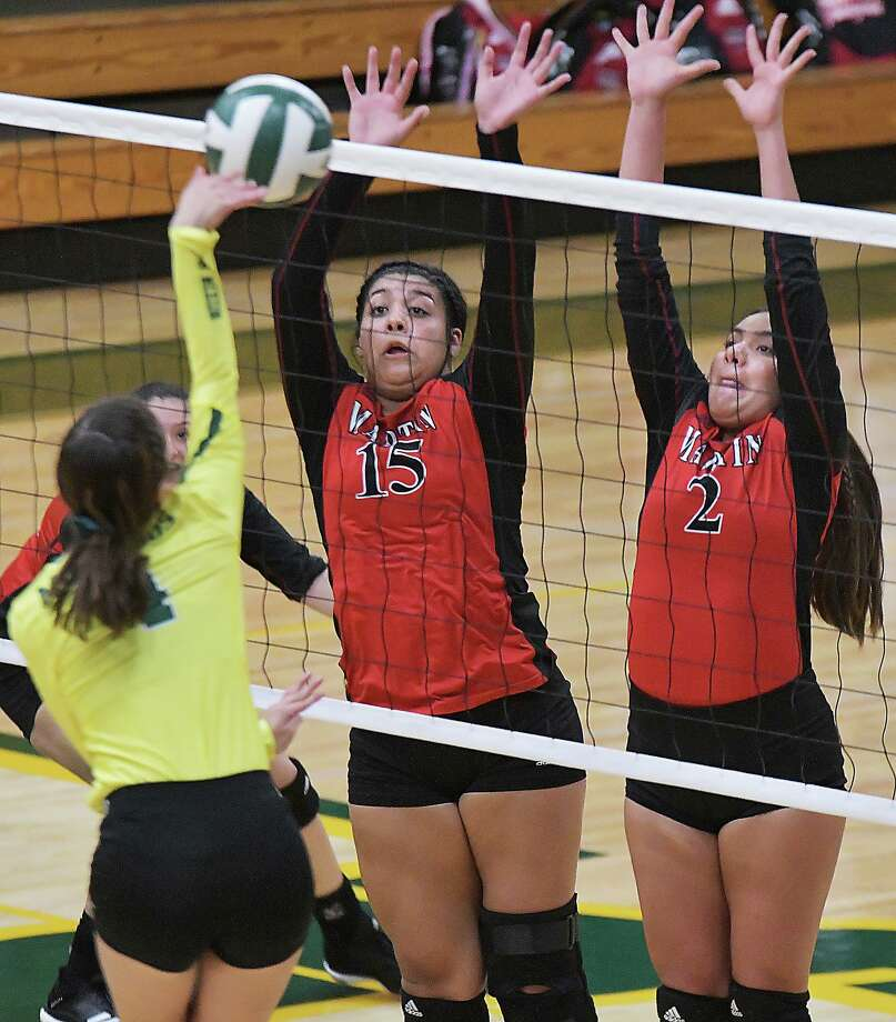 Melanie Duron, Karla Hernandez and the Lady Tigers are set to travel to St. Augustine for 6:30 p.m. matchup Tuesday. Photo: Cuate Santos / Laredo Morning Times / Laredo Morning Times