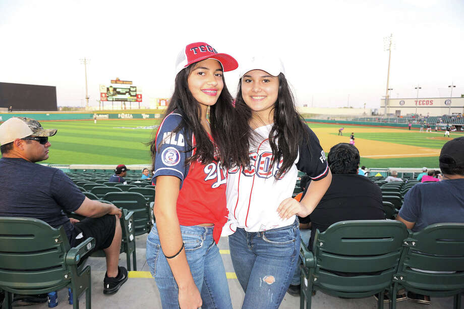 Kassandra Lopez and Karla Medina at Uni-Trade Stadium Photo: Jose Gustavo Morales