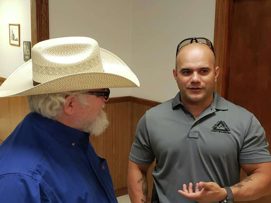Stephen Willeford, the man who engaged and stopped the shooter at Sutherland Springs Baptist Church in 2017, visits with SAPD officer Jesse Noriega before the active shooter training presentation in the Jourdanton community on Tuesday. Photo: Jourdanton Police Department
