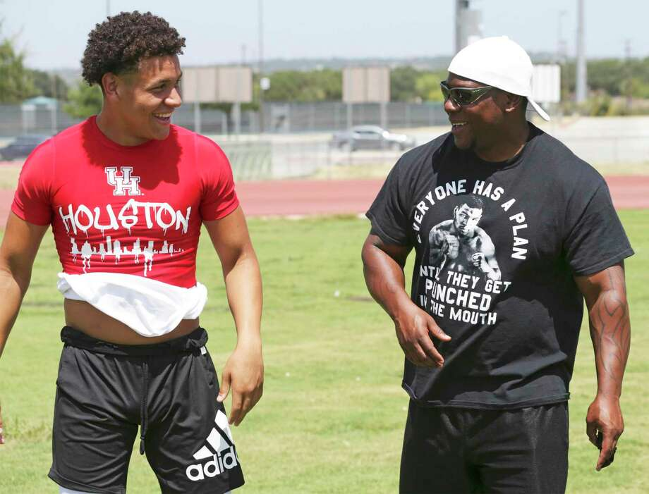 Jordan Battles works out with the coaching of his dad, Shaun Battles, at Brandeis High School on July, 31 2019. / 2019 SAN ANTONIO EXPRESS-NEWS