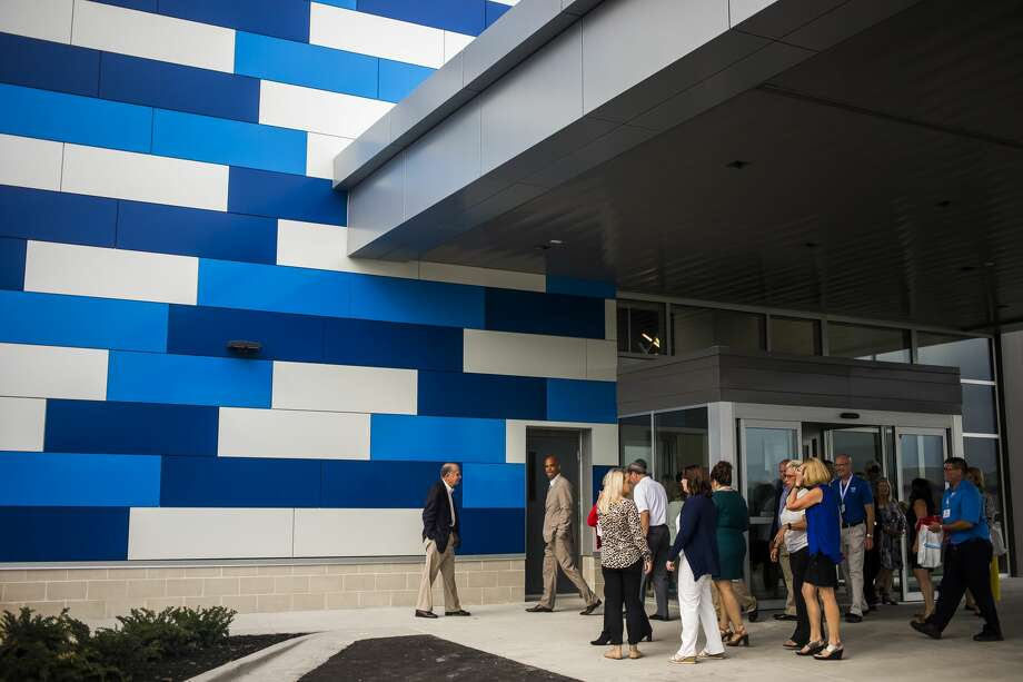 Guests tour McLaren Bay Region's new facility at 801 Joe Mann Blvd. Tuesday, Aug. 20, 2019 during a ribbon cutting and open house event in Midland. (Katy Kildee/kkildee@mdn.net) Photo: (Katy Kildee/kkildee@mdn.net)