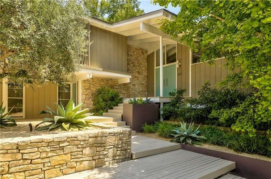 Midcentury-modern Austin home designed by esteemed Texas ... on best open floor plans, award winning home plans, traditional house plans, ghana building plans, great texas house plans, drees floor plans, historic townhouse plans, texas style house plans, simple texas house plans, beautiful architectural house plans, west african house plans, old texas house plans, hill country house plans, rear garage house plans, best texas house plans, texas hill country plans, new 4 bedroom home plans, ranch house plans, energy house plans,