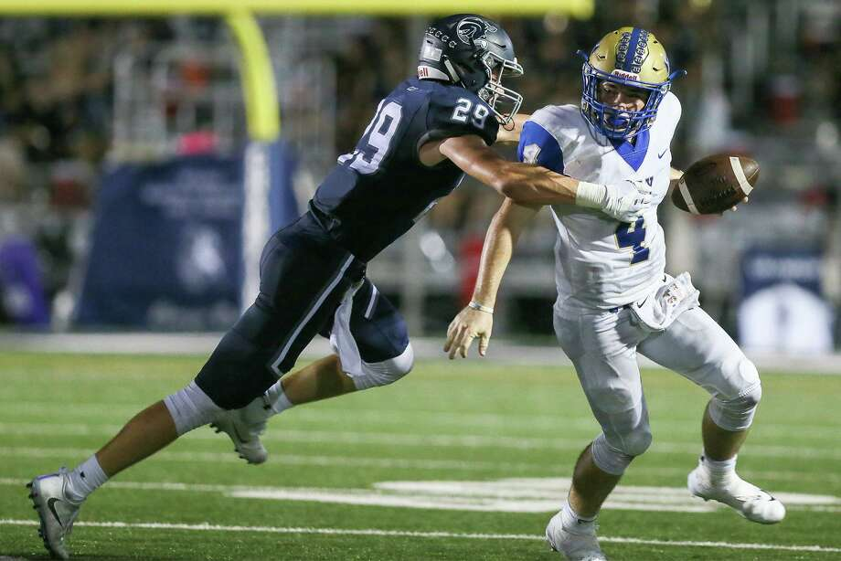 Boerne Champion's Brant Gault (left) wraps up Kerrvile Tivy's Cole Miears during the second half of their District 14-5A-II high school football game at Boerne Stadium on Friday, Sept. 21, 2018. Photo: Marvin Pfeiffer, Staff Photographer / Express-News 2018