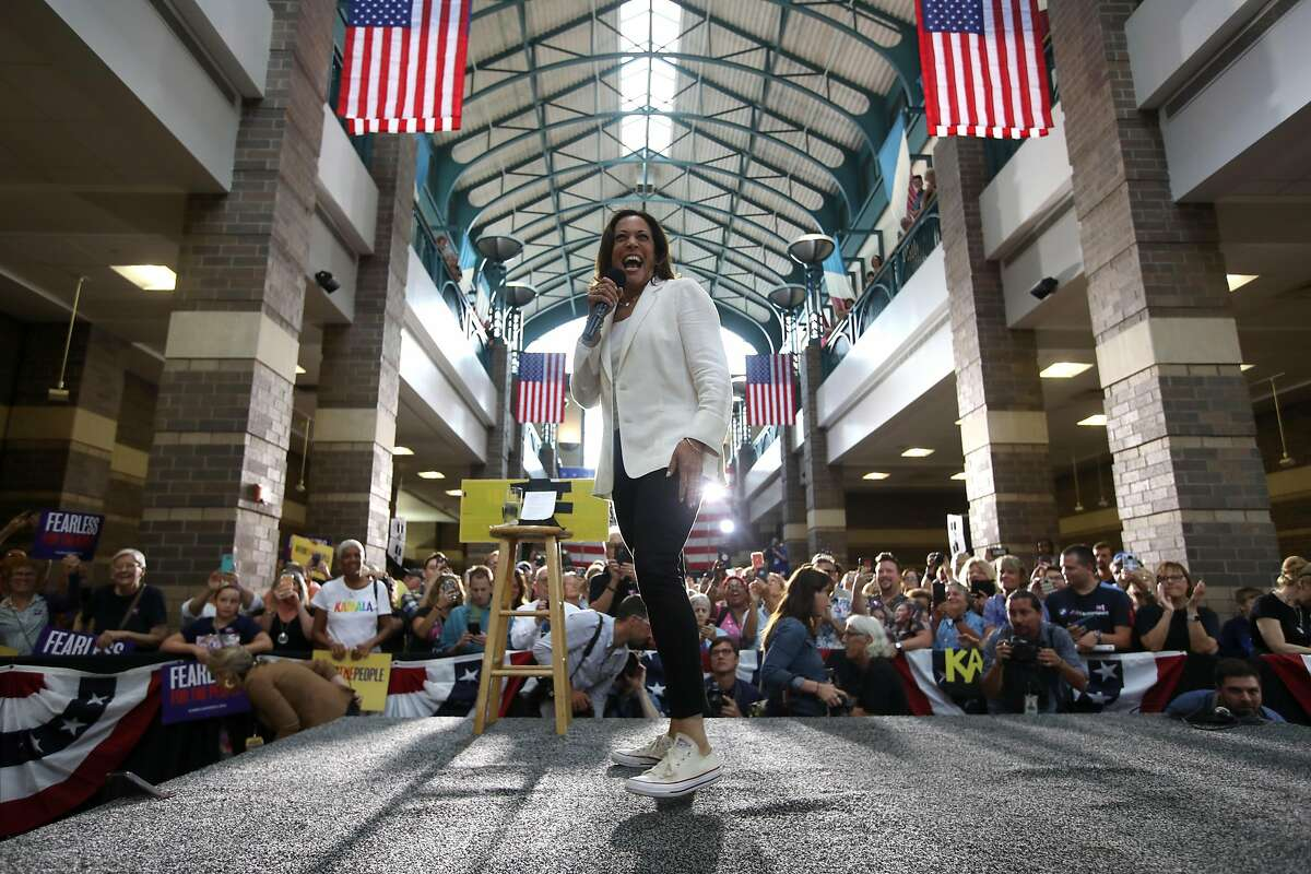"""DAVENPORT, IOWA - AUGUST 12: Democratic presidential candidate U.S. Sen. Kamala Harris (D-CA) speaks during a """"For the People"""" rally on August 12, 2019 in Davenport, Iowa. Kamala Harris finished her five-day river-to-river bus tour across Iowa with a """"For the People"""" rally. (Photo by Justin Sullivan/Getty Images) ***BESTPIX***"""