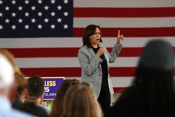"""SIOUX CITY, IOWA - AUGUST 08: Democratic presidential hopeful U.S. Sen Kamala Harris (D-CA) speaks during a campaign rally on August 08, 2019 in Sioux City, Iowa. Kamala Harris kicked off her five day river-to-river bus tour across Iowa promoting her """"3AM Agenda"""" to Iowans.  (Photo by Justin Sullivan/Getty Images)"""