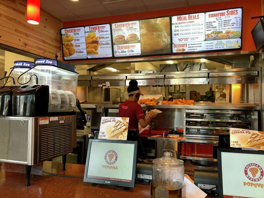 Stamford S Popeyes Churning Out Chicken Sandwiches Amid
