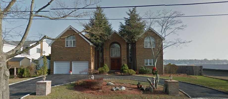 110 Davenport DrLana C. Lee to Blocoastal Holdings LLC $1,741,000 Photo: Google Maps