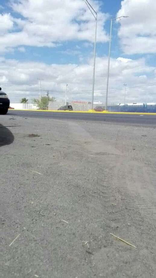 En el video viral se observa a varios vehículos propiedad de los supuestos sicarios huyendo del lugar a alta velocidad, el miércoles 21 de agosto de 2019. Photo: Imagen De Cortesía
