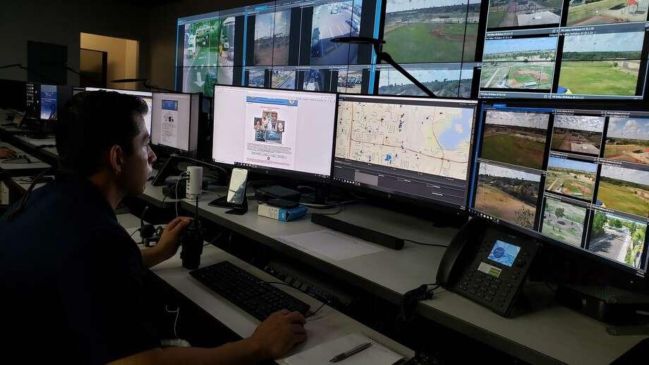El centro tiene acceso a aproximadamente 500 cámaras en distintos puntos de la ciudad que pueden ser monitoreadas por investigadores asignados al centro. Photo: Foto De Cortesía /