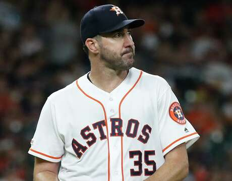 Justin Verlander heads to the Astros' dugout in the ninth inning, during which he surrendered a decisive home run to the Tigers' John Hicks.
