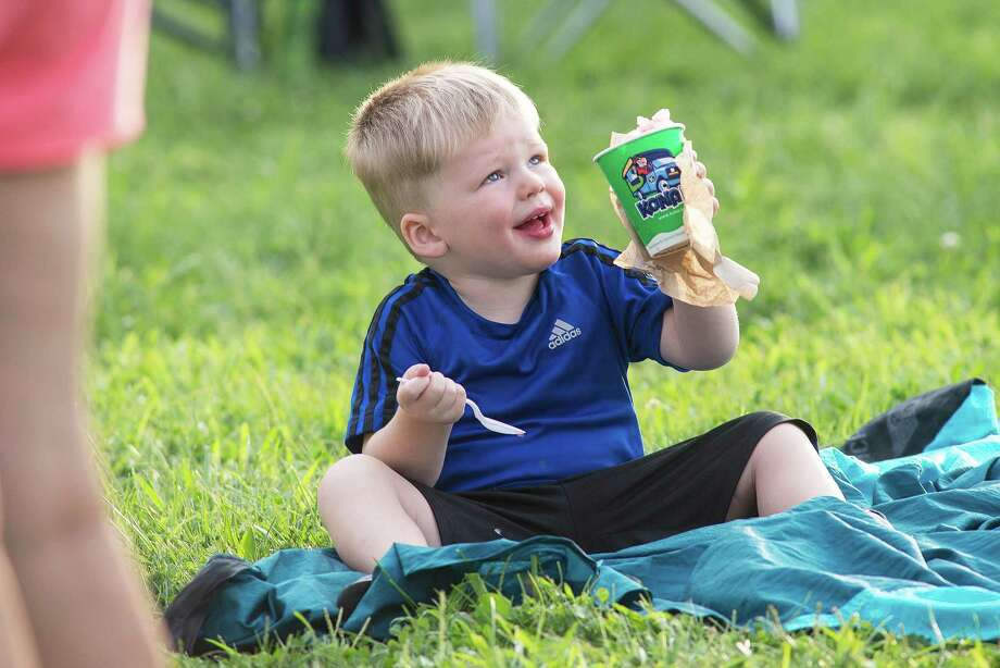 Sean McCaul, 3, of Ridgefield enjoys Italian ice from Kona Ice on Saturday, August 17, 2019. Photo: Bryan Haeffele / Hearst Connecticut Media / Wilton Bulletin