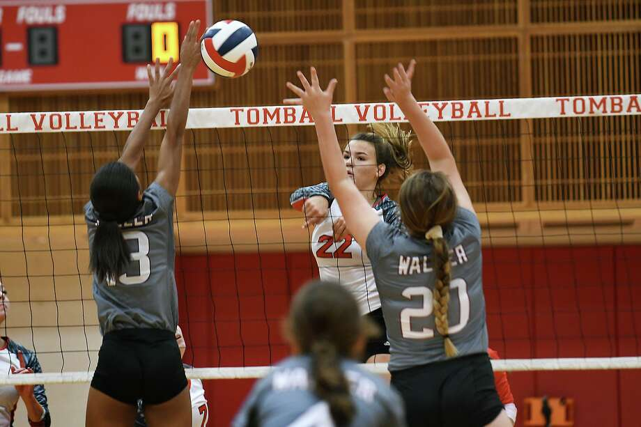 Tomball junior outside hitter Faith Sabatier (22) works for a kill against a pair of Waller defenders during their non-district matchup at THS on August 16, 2019. Photo: Jerry Baker, Houston Chronicle / Contributor / Houston Chronicle