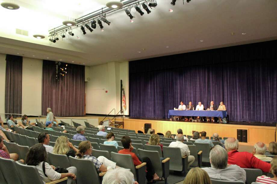 Residents came to Ludlowe High School's auditorium Wednesday night to ask questions about the town's fill use. Photo: Rachel Scharf / Hearst Connecticut Media