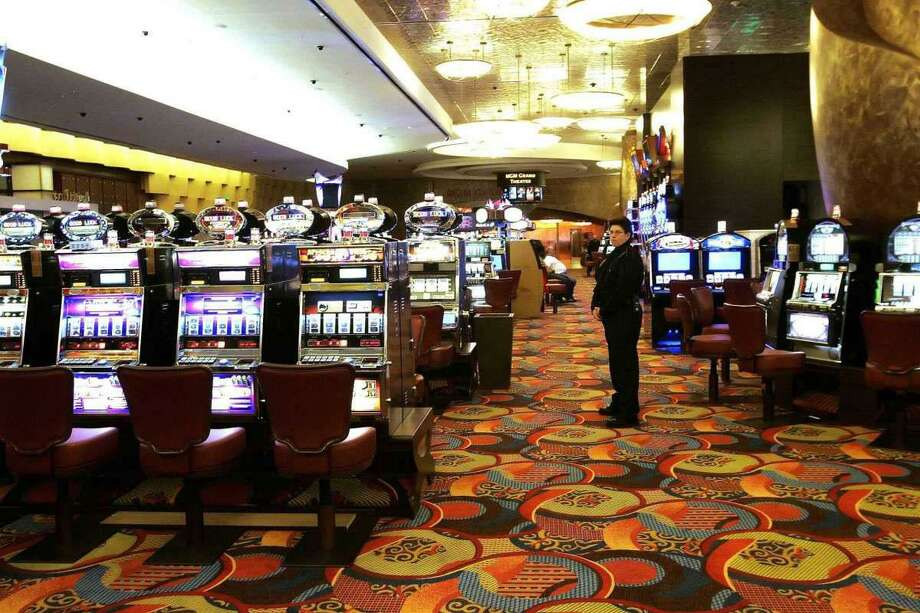 The gambling floor at Foxwoods Resort Casino. Photo: Bob Child/ST / Wilton Bulletin
