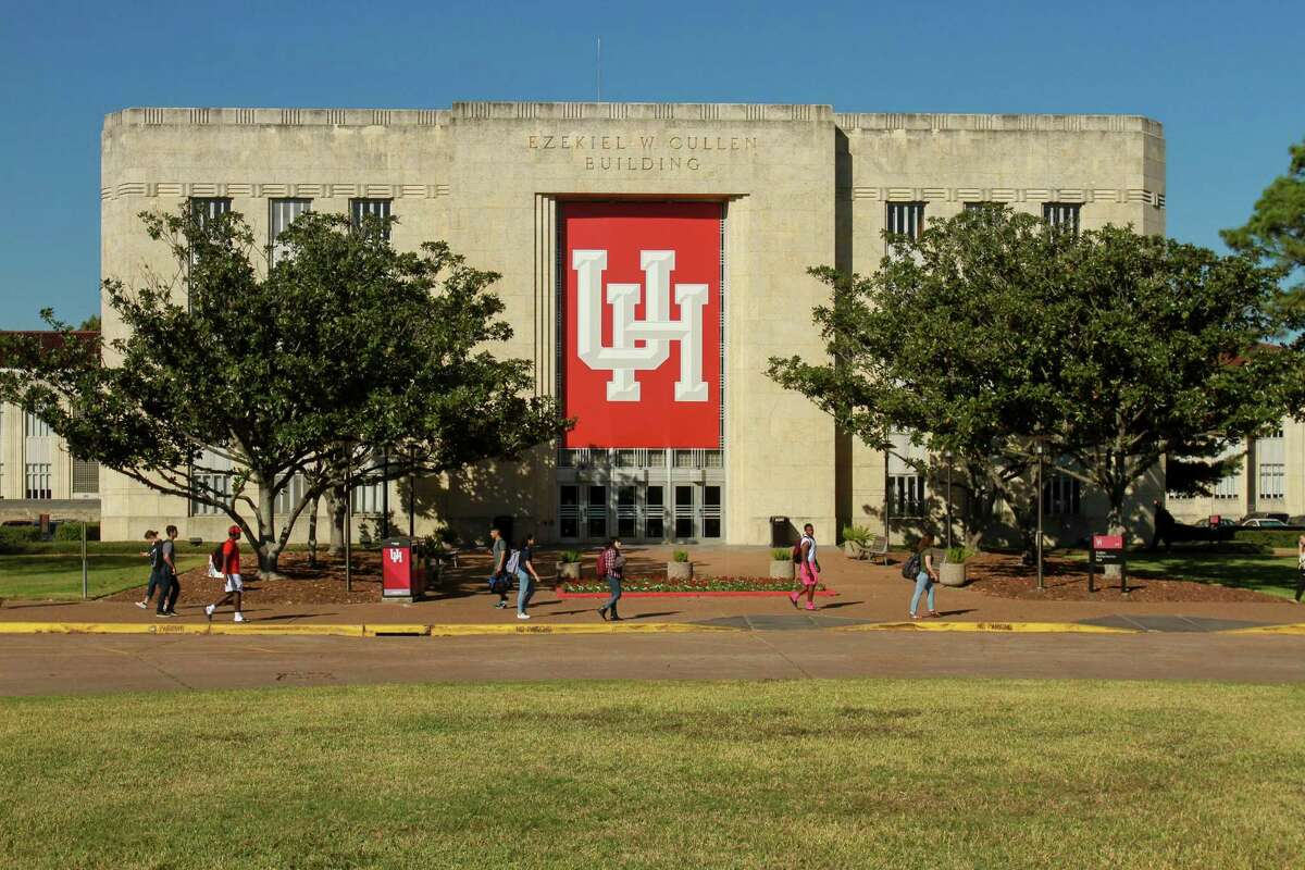Students walk in front of the Ezekiel W. Cullen building at the University of Houston in this 2016 photo. UH officials announced on Thursday, Aug. 22, 2019, that the university has received a $50 million gift from an anonymous donor, which will be used to create a matching endowment program that will foster new professorships, recruit top faculty and establish four institutes that will address major societal issues. (For the Chronicle/Gary Fountain, November 16, 2016)
