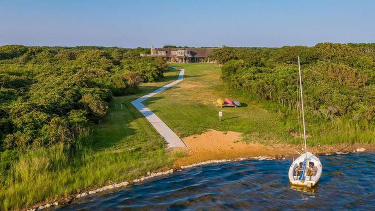 The Obamas may soon own this waterfront property.